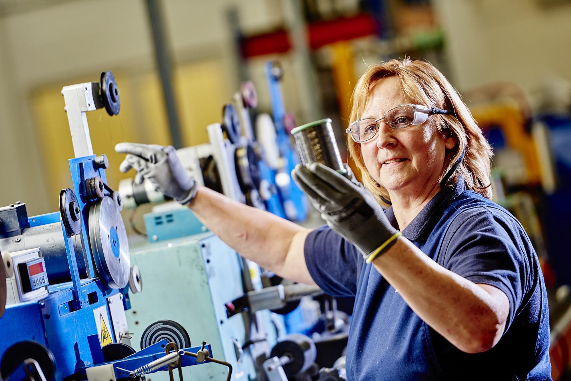 AlloyWire FactoryFloor 0168 Janet Smith Annealing Op Hot Cutting & Sealing